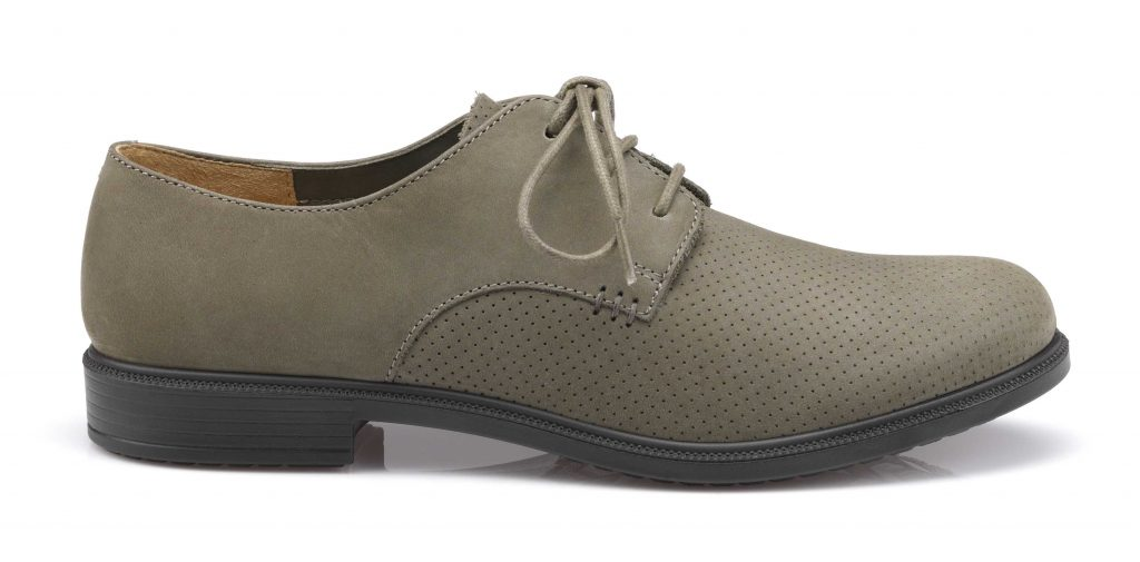 Women's lace up man tailored shoe